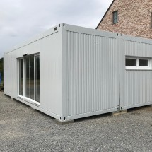 Linked office containers with electric sliding doors